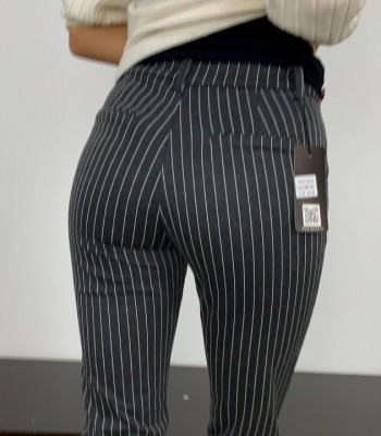 Triibulised viisakad püksid