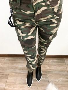 Sõjaväe mustriga teksad
