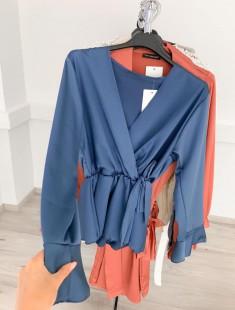 Glamuurne libedamast riidest pluusi