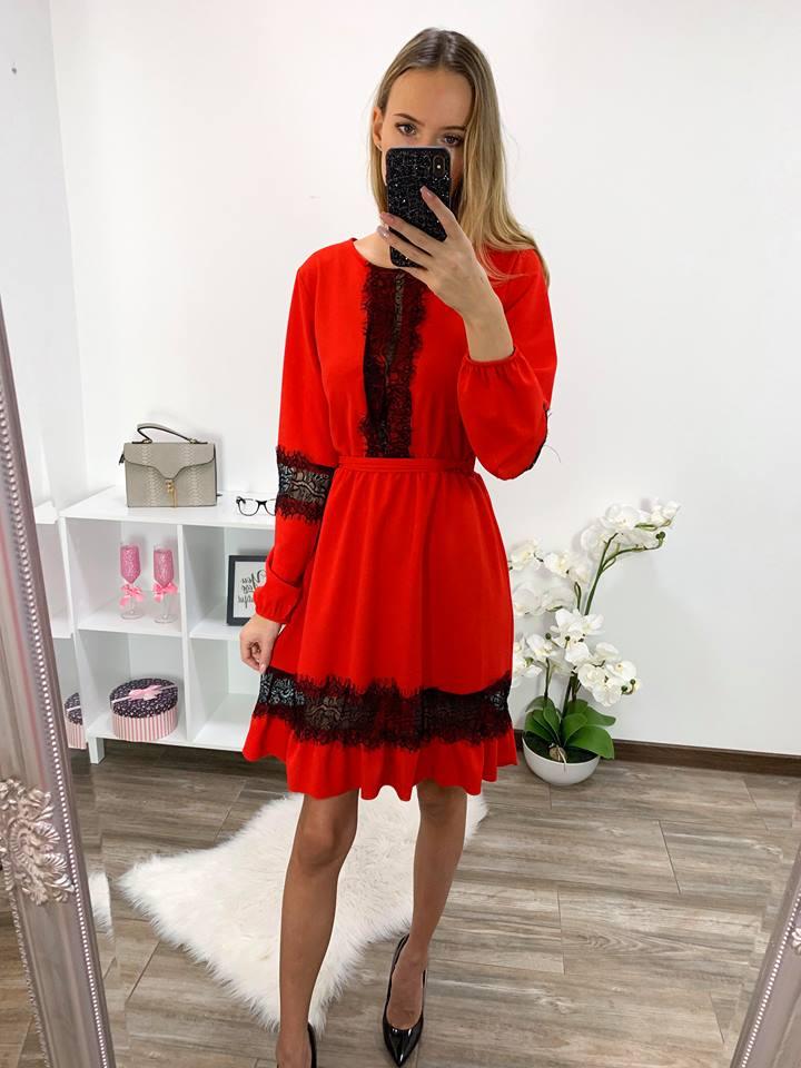 96d69b07586 Punane pitsist detailidega kleit